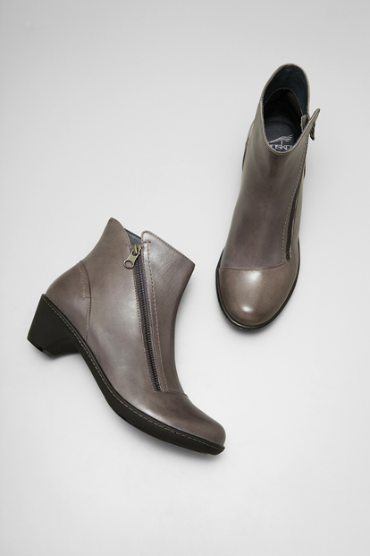Billie Grey Burnished Nappa from the Barcelona