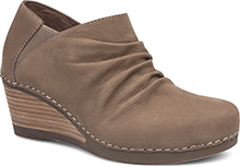 Dansko Outlet - Sheena Walnut Nubuck