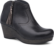 Dansko Outlet - Veronica Black Distressed
